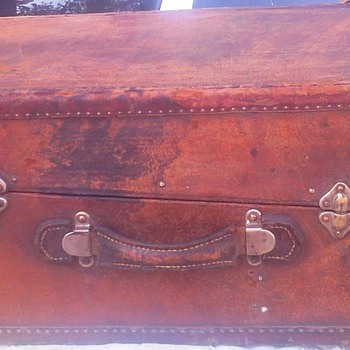 Suitcase, leather workshop Erenst Hoffman