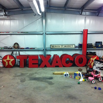 Texaco Neon Letters - Petroliana