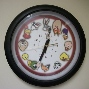 13 inch 1999 Westclox Looney Tunes