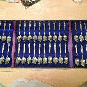 WM Rogers Silverplated Presidential Spoon Set - Sterling Silver