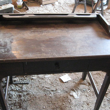 What kind of desk? - Furniture