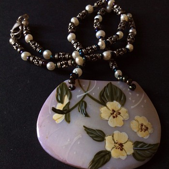 Hand painted shell necklace - Costume Jewelry