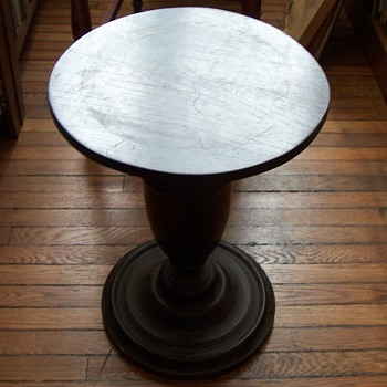 Side table with rotating top and round base