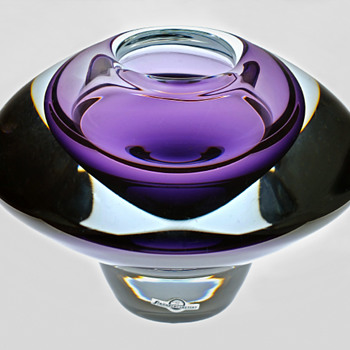 "Gunnar Nylund's ""Flying Saucer"". - Art Glass"