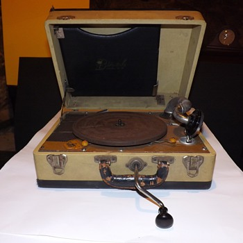 Birch Vintage Phonograph. Boetsch Brothers. 1930