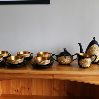 KITSH CHINESE LACQUER WARE TEA SERVICE