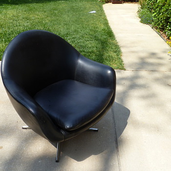 Is this a overman pod chair? no tags. - Mid Century Modern