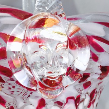 Chalet Sergio Pagnin Face Prunts Red White End of Day Crystal Basket