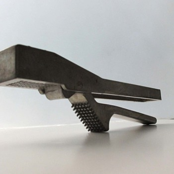 Monumental garlic press - Kitchen