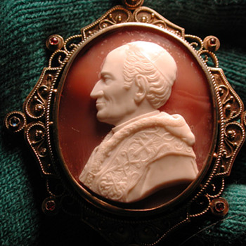 Rare cameo of Pope Leo XIII in original box