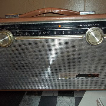 SILVERTONE  AM TRANSISTOR RADIO