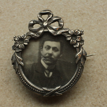 Victorian silver picture brooch: beauty in ruins - Fine Jewelry