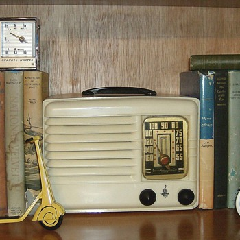 Old Books & Radios - Radios