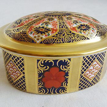 Royal Crown Derby Porcelain Imari 1128 pattern Trinket box