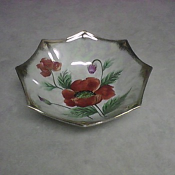 8 POINT FLORAL LUSTER BOWL