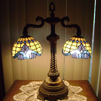 Double Tiffany style desk or table lamp brass and marble base