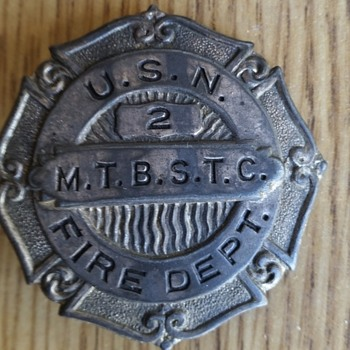 VINTAGE USN FIRE DEPT BADGE - Military and Wartime