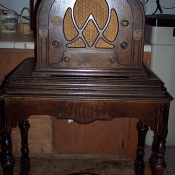 ATWATER KENT RADIO TABLE? - Furniture