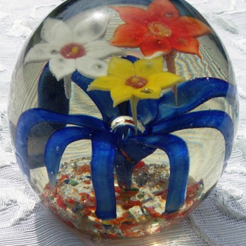 Paperweight mystery - another obsession - Art Glass