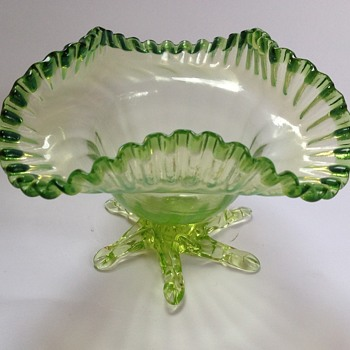 Victorian uranium glass bowl with applied feet