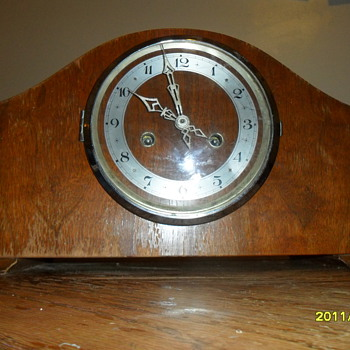 unknown mantel clock, looking for info on it,any help??? - Clocks