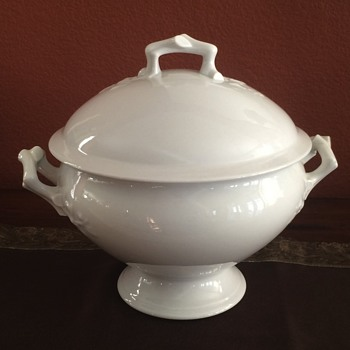 Soup tureen with ivy and branch raised areas