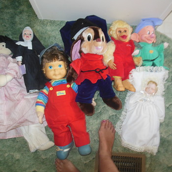 cleaning out closet.... found some old dolls