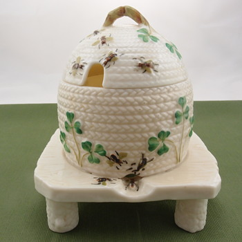Belleek Shamrock Honey Pot on Three Feet - 3rd mark