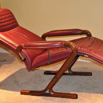 Older zero gravity style Reclining Lounge chair, beautiful crafted wood frame