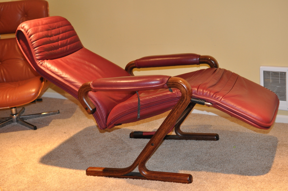 Older zero gravity style reclining lounge chair beautiful - Zero gravity recliner chair for living room ...