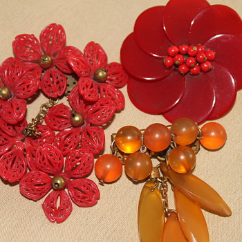 Celluloid, Bakelite Brooches - Costume Jewelry