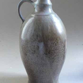 Harro Frey studio vase - Art Pottery