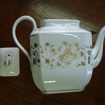 An old Paris teapot - China and Dinnerware