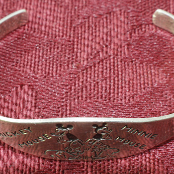 unsusal Mickey and Minnie Mouse bracelet - Advertising