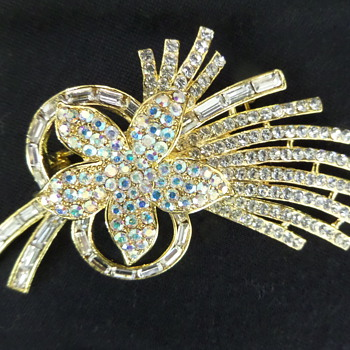 Vintage crystal flower brooch - Costume Jewelry