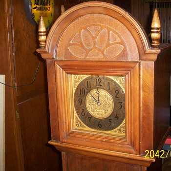 Majestic electric grandmother clock with radio