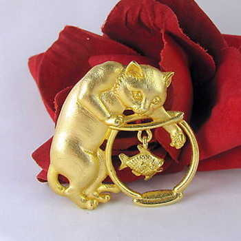 Gorgeous gold metal brooch - Cat paw in a fish bowl !