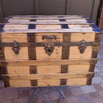 Looking for more info on this trunk - Furniture