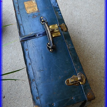 LANGMUIR METAL SUITCASE LUGGAGE TRUNK -- Canada ( 3 OF 3 )