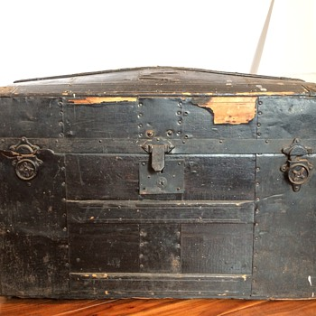 Barrel Top Trunk, Black - Furniture