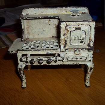 MINIATURE CAST IRON STOVE - Kitchen
