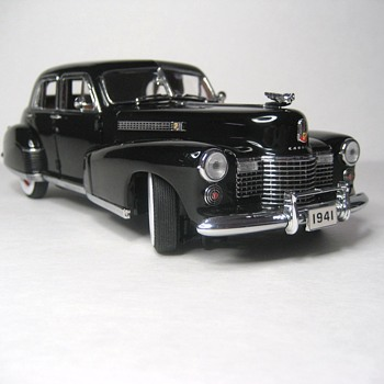 1941 Cadillac Fleetwood Series Sixty Special Die Cast Replica - Model Cars