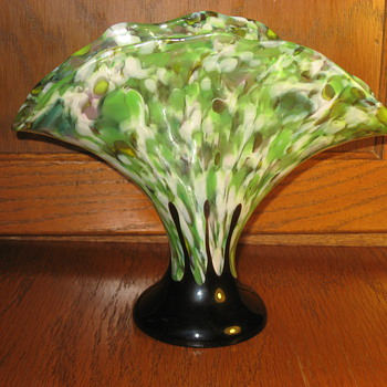 Kralik--not Ruckl--fan vase - Art Glass