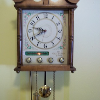  Linden ? Wall Clock with Radio - Clocks
