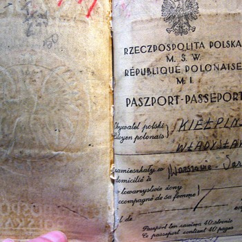 WWII Polish passport  - Paper