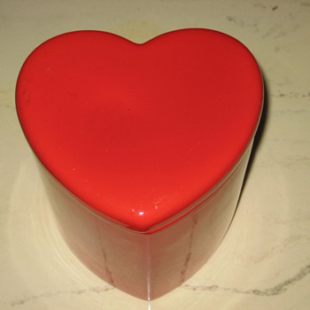 Heart shaped cookie jar