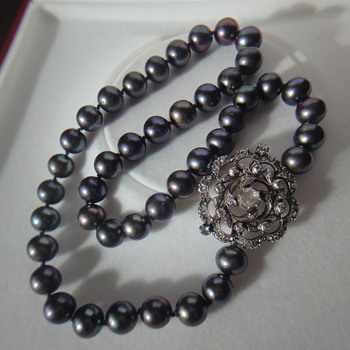 Grey South See Pearl Necklace, with Victorian brooch pin as clasp - Fine Jewelry