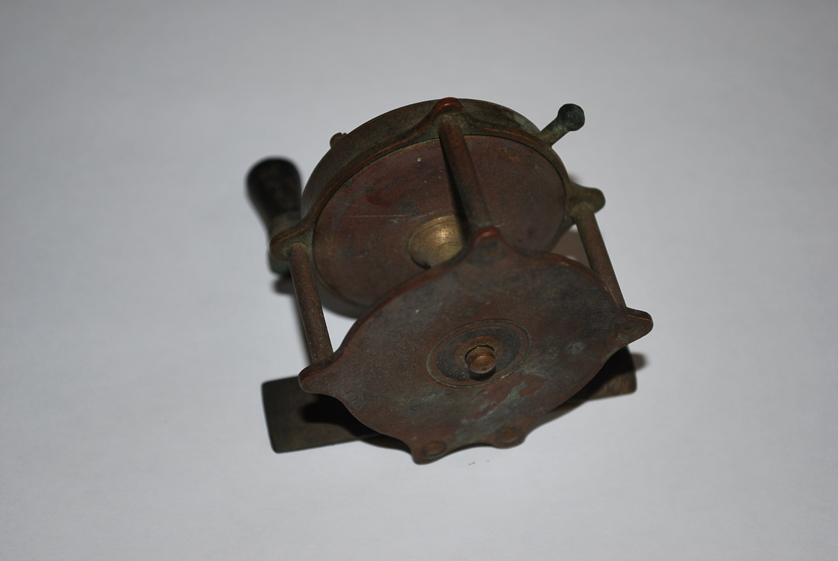 Antique brass fishing reel collectors weekly for Antique fishing reels