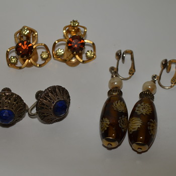 Some earrings - Costume Jewelry