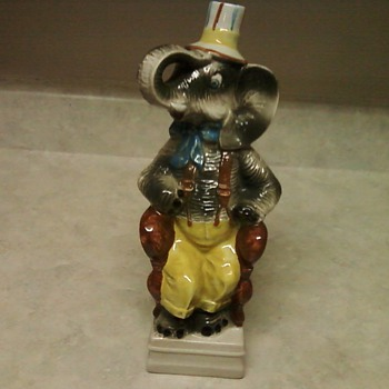 SITTING ELEPHANT DECANTER